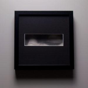 « Evitement », dessin aux crayons de papier sur papier d'art lisse 220g, au format 20×20 cm