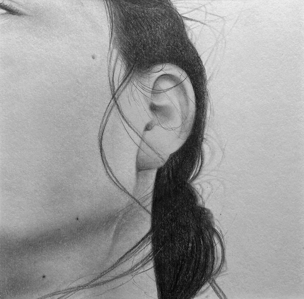 « Murmure », dessin aux crayons de papier sur papier d'art lisse 220g, au format 20×20 cm